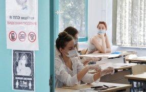Пока 10-классники изучают новые задания, ученики 11 классов вышли на финишную прямую перед ЕГЭ.  / РИА Новости