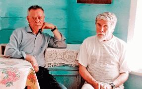 Валентин Распутин и Валентин Курбатов во время поездки по обреченным на затопление ангарским селам. Лето 2009 года.  / Геннадий Сапронов
