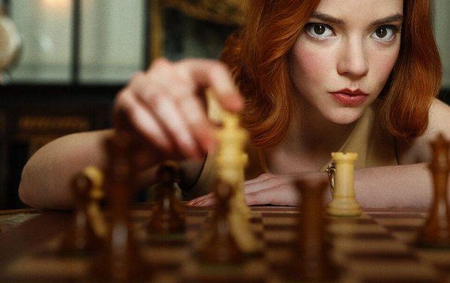 'Ход королевы' — сериал 2020 года, реж. Скотт Фрэнк, США / kinopoisk.ru