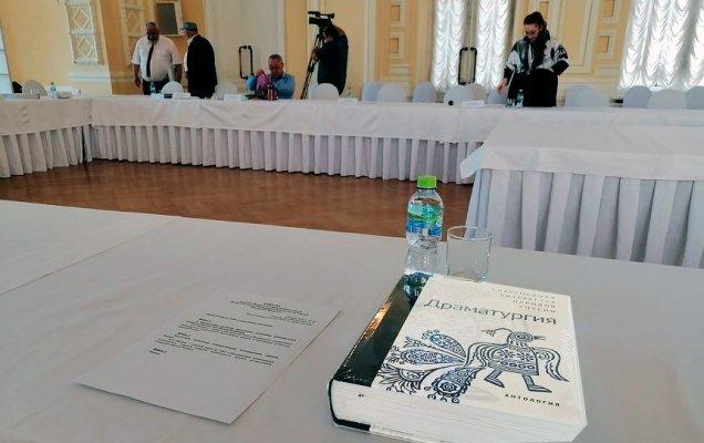 прошло заседание Федерального редсовета Программы поддержки национальных литератур, а затем на площади представили IV том антологии, посвященный драматургии