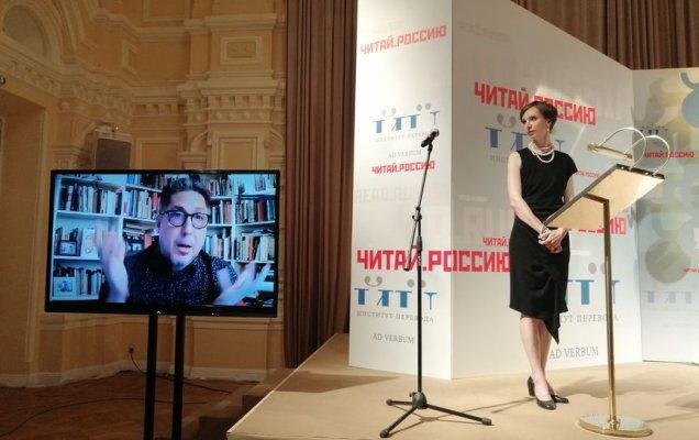 Координатор премии «Читай Россию» Татьяна Восковская и переводчик Хорхе Феррер (слева)