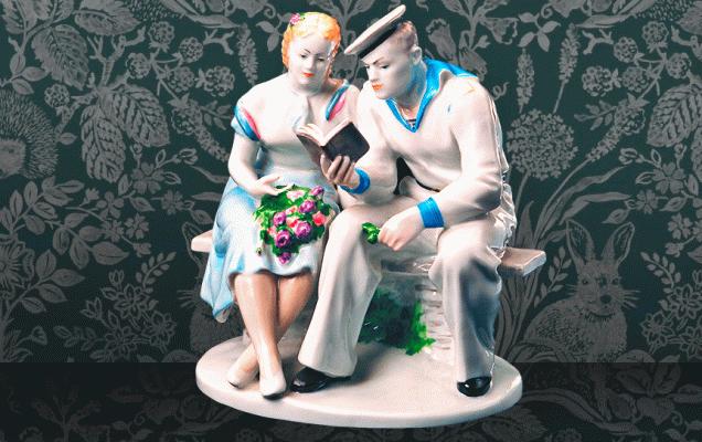«Книжный» фарфор СССР. Галина Якимова. Встреча (Матрос на свидании с девушкой), 1954