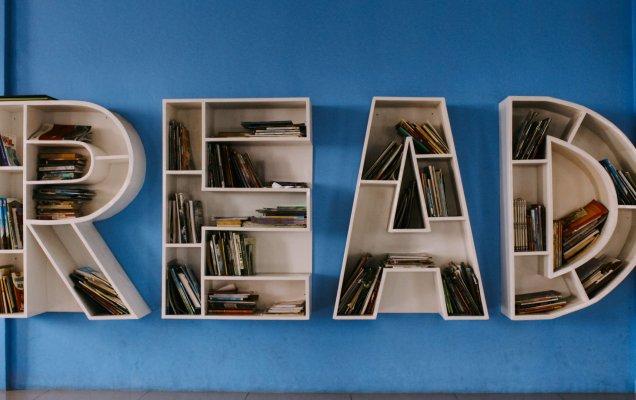 Обзор литературной периодики / Фото Исхака Робина на Unsplash