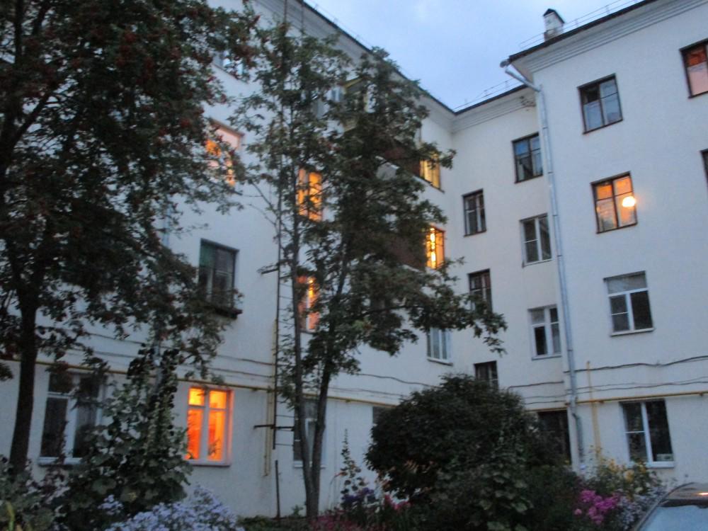 Свет в окнах рубцовского дома