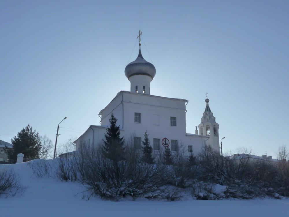 Храм Андрея Первозванного, рядом с которым жил поэт
