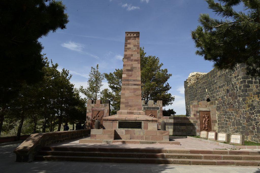 Памятник турецким воинам на горе Топ-Даг близ Арзрума. Фото: Сергей Дмитриев