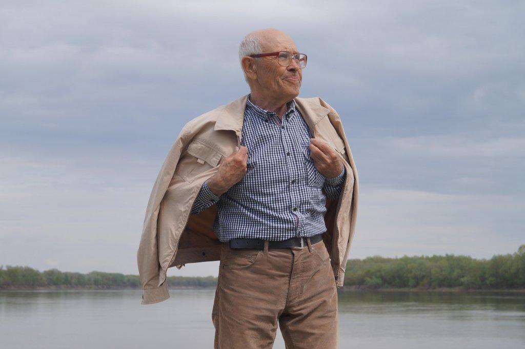 Борис Екимов на берегу Дона