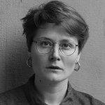 Женщины,-занимающиейся-современной-поэзией,-о-феминитивах-и-гендерной-идентификации-в-литературном-поле