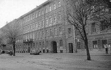 Дом в Санкт-Петербурге на Кабинетской улице, где Газданов жил до четырёх лет