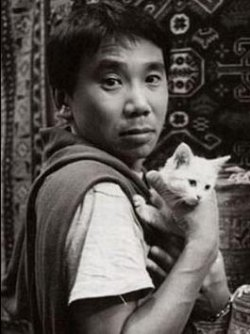 Мураками с котенком