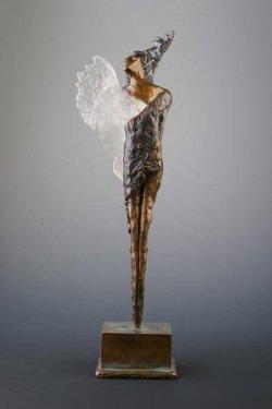 статуэтка премии Ангелус