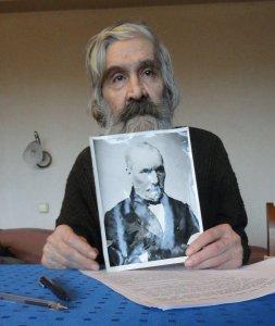 Илюшин с портретом Батенькова