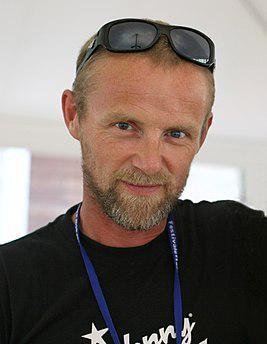 Ю Несбё (норв. Jo Nesbø; род. 29 марта 1960 года, Осло, Норвегия) — норвежский писатель и музыкант, бывший экономист и журналист. Обладатель нескольких литературных премий.