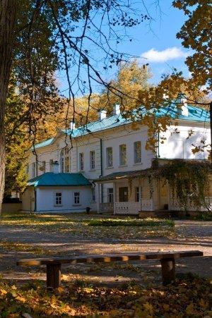 Дом Л.Н. Толстого осенью_предоставлено Музеем-усадьбой Л.Н. Толстого Ясная Поляна