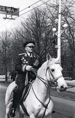 Маршал_А._И._Ерёменко_на_белом_коне