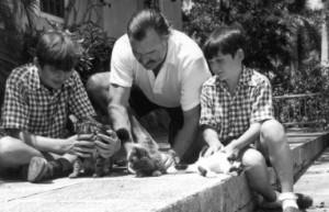 Эрнест Хемингуэй с сыновьями