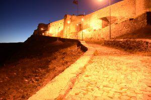 Ночью крепость Карса особенно зачаровывает. Фото: Сергей Дмитриев