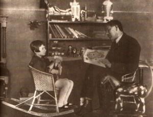 Корней Чуковский с дочкой мурой