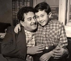 Виктор Драгунский с сыном Денисом 1961г