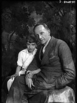 Алан Милн с сыном Робином