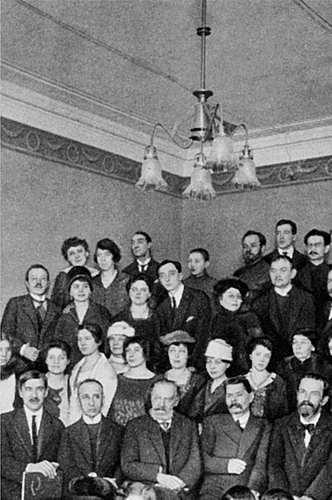 Чествование Горького в день его юбилея 16 марта 1919 г. Среди присутствующих – Блок, Гумилев, Чуковский – участники «Всемирной литературы», одного из горьковских «проектов»