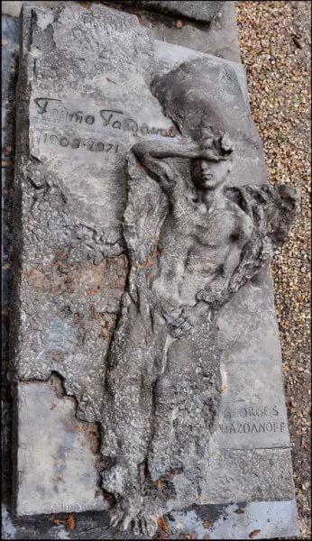 Могила Гайто Газданова на кладбище Сент-Женевьев-де-Буа/ ru.wikipedia.org