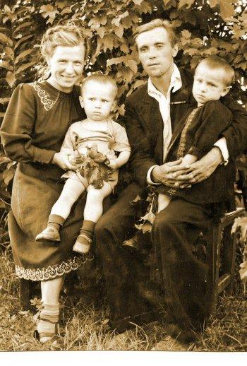 Астафьевы семьёй