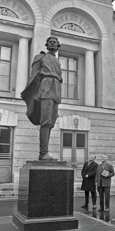 памятник-Горькому-Мухина