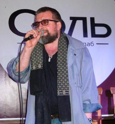 Победитель поэтического слэма Андрей Мансветов