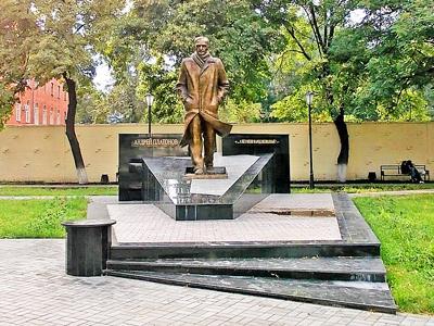 120-летие-Андрея-Платонова-Памятник-платонову-в-Воронеже