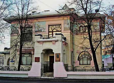 Великолепный особняк в стиле модерн, подаренный пролетарскому писателю советским правительством.