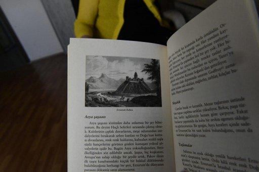 Турецкое издание «Путешествия в Арзрум» всегда вызывает интерес читателей. Фото: Сергей Дмитриев
