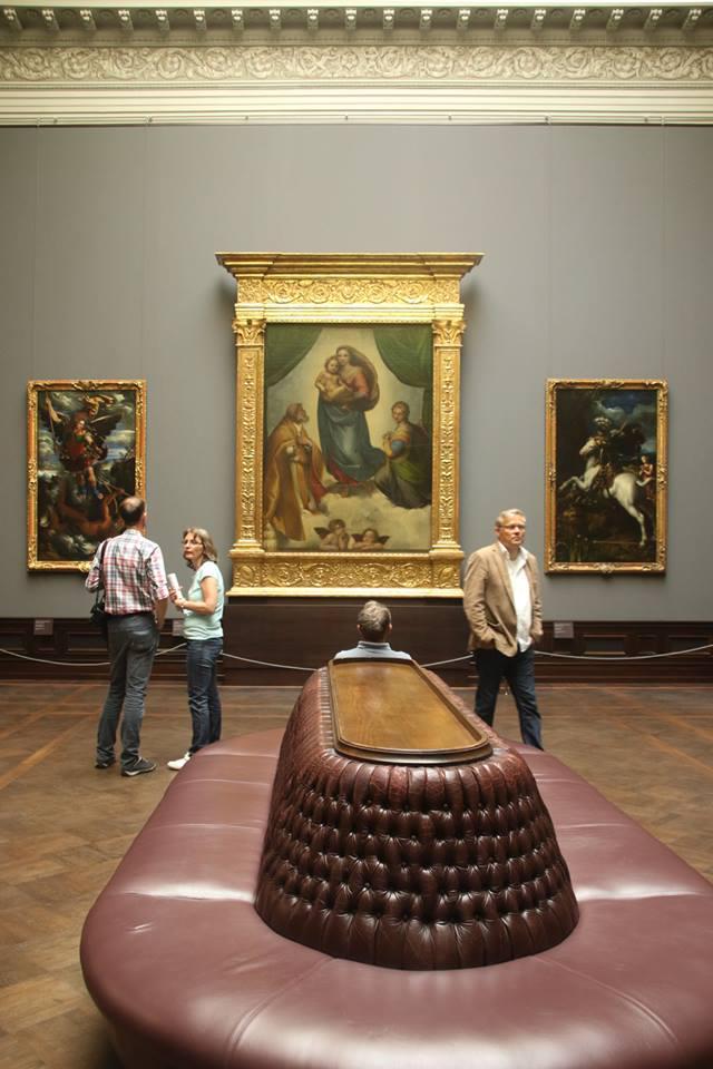 Дрезден, Галерея старых мастеров. Одним из самых знаменитых экспонатов и главным магнитом музея является «Сикстинская мадонна» Рафаэля, отметившая в 2012 году своё 500-летие. Ф. М. Достоевский очень ценил это полотно и подолгу задерживался перед ним, посещая галерею.