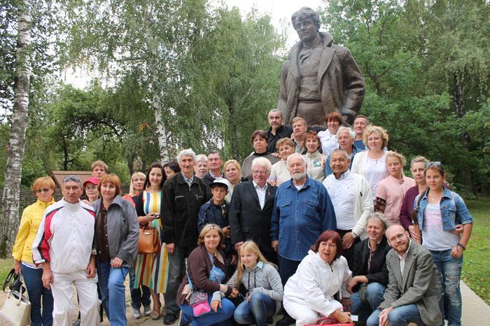 Современники Есенина утверждали, что многие свои литературные вечера в 20-е годы (и до самой кончины) он начинал именно с частушки о подмосковном Орехово-Зуеве и о своём друге-поэте Николае Клюеве, расстрелянном в 1937 году