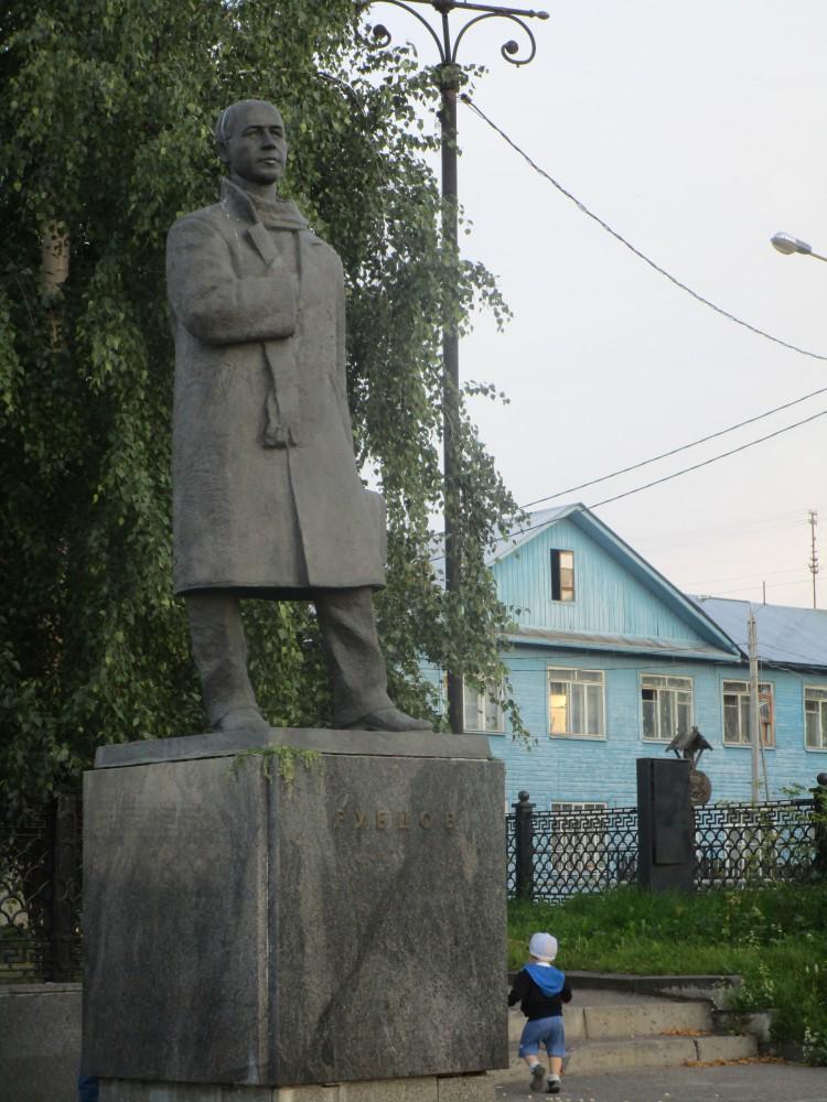 Памятник Николаю Рубцову в Вологде