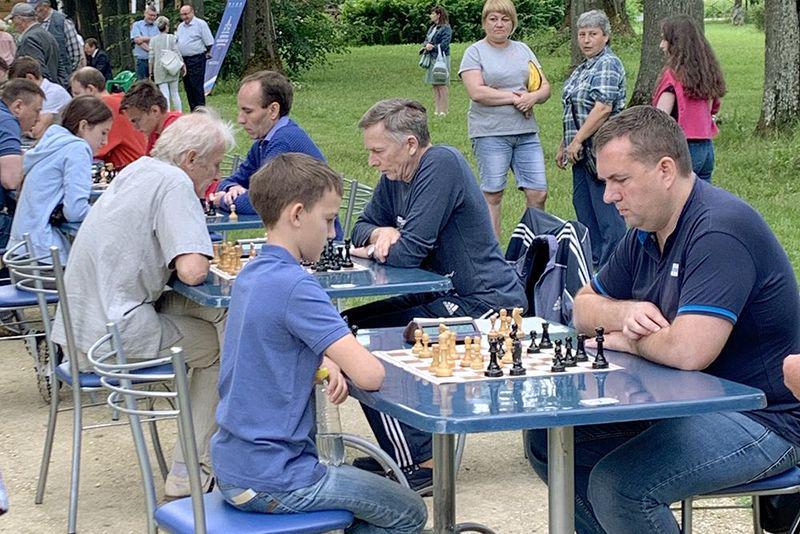 В Спасское-Лутовиново приехали отцы и дети — на первый Тургеневский шахматный турнир