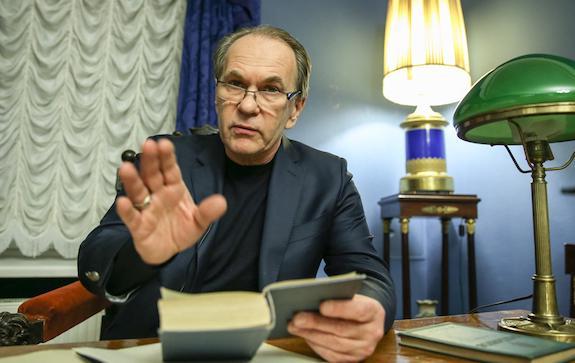 Алексей Гуськов читает Онегина