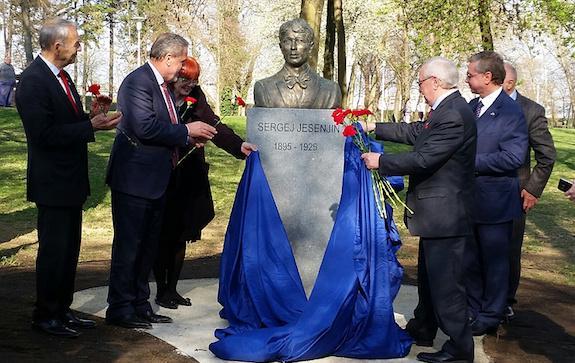 памятник сергею есенину в Хорватии