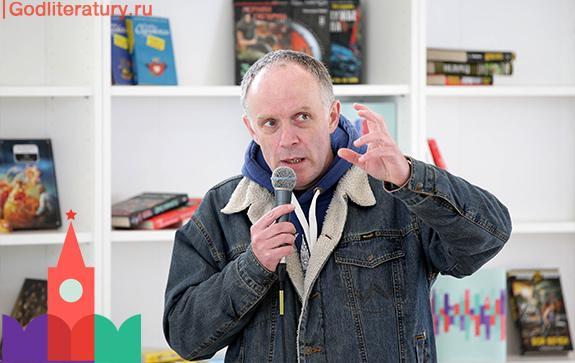 Максим-Гуреев-на-презентации-книги-о-Тарковских