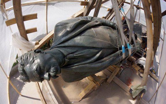 перенос памятника Горькому