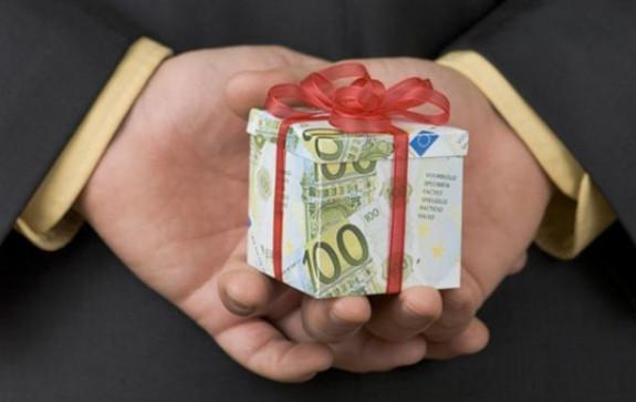 Чем подарок отличается от взятки? Говорим правильно.