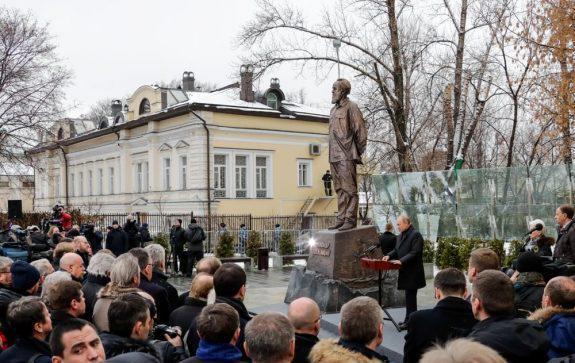 Президент России Владимир Путин на открытии памятника Александру Солженицыну3