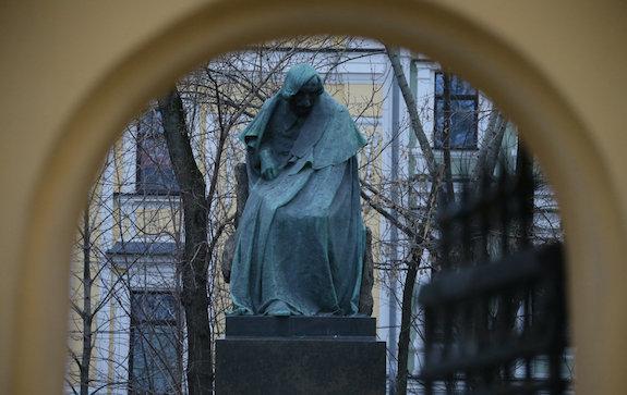 Памятники Гоголю реставрация