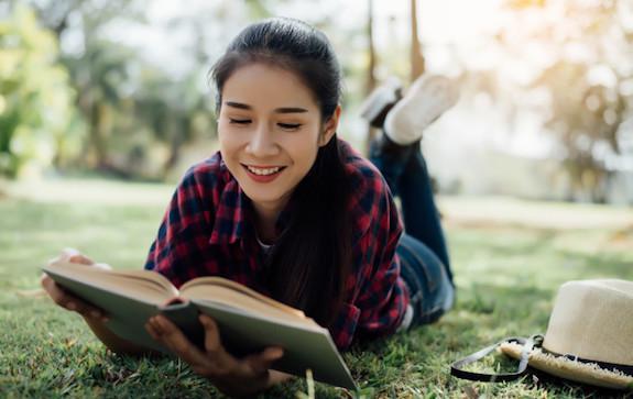 Женщины читают больше мужчин