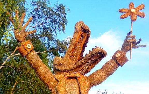 Крокодил дотянувшийся до макушек деревьев