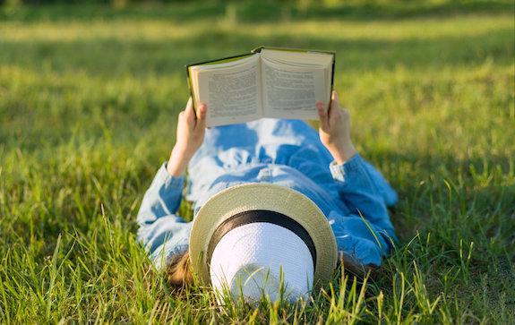 россияне назвали самые популярные жанры книг вциом