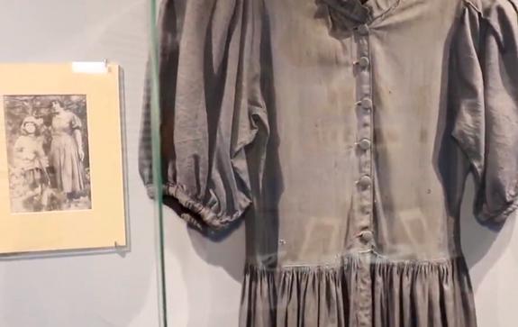 Платье-Марины-Цветаевой-на-выставке-Писатель,-мода-и-стиль