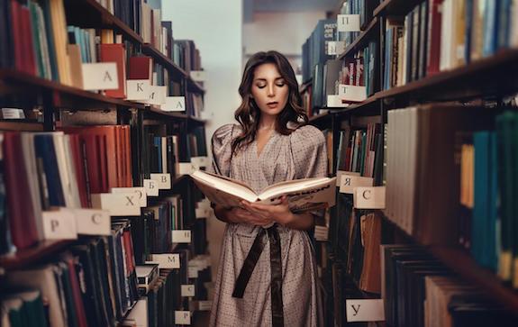 Коллекция библиотечных платьев
