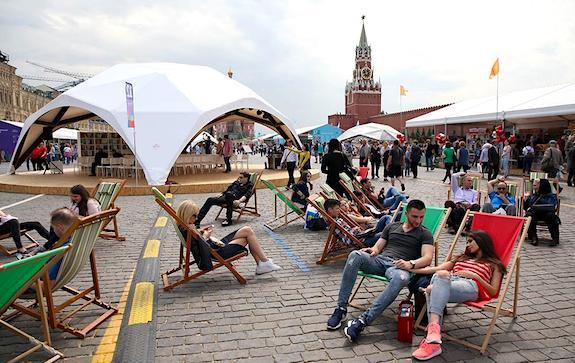 Советник президента по культуре Владимир Толстой и зам. руководителя Роспечати Владимир Григорьев рассказали о том, как в 2020 году пройдет главный книжный фестиваль