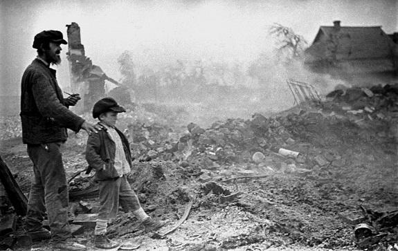 Война затронула каждый уголок нашей родины — а вслед за ней туда заглянула и наша литература. Рассказываем, в каких художественных произведениях о каких битвах можно прочитать